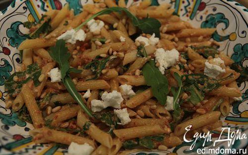 Рецепт Салат из макарон с козьим сыром, вялеными томатами и руколой