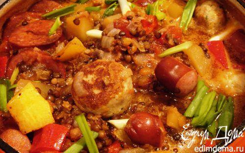 Рецепт Густая тыквенная похлебка с чечевицей, тефтелями и копчеными колбасками
