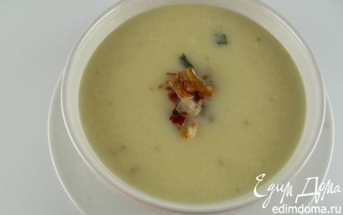 Рецепт Крем-суп из сельдерея с зажаркой из лука, бекона и шалфея