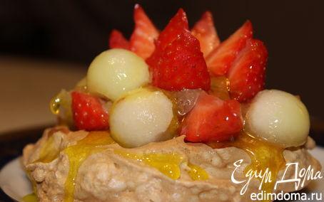 Рецепт Безе с шоколадным муссом и фруктами