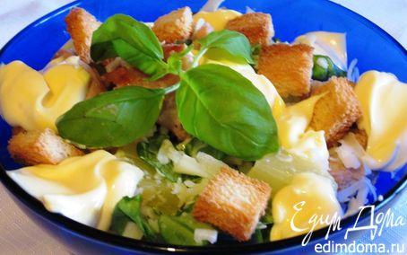 Рецепт Салат из индейки с сухариками и ананасом