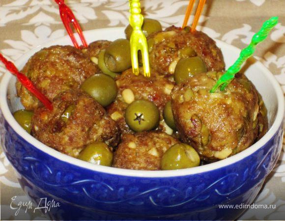 Мясные биточки с оливками и кедровыми орешками