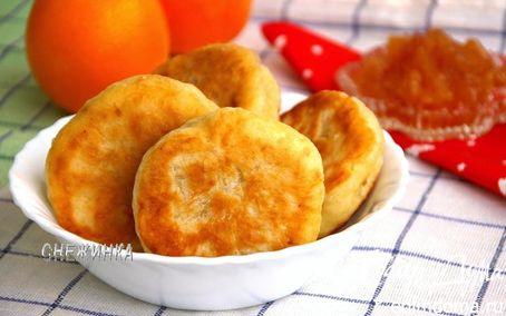 Рецепт Пирожки на кефире без яиц с домашним яблочным вареньем с корицей