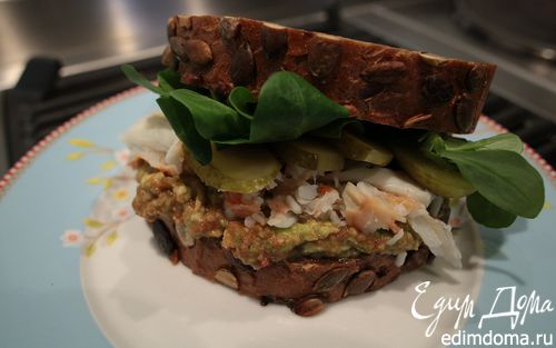 Рецепт Бутерброд с крабами и авокадо