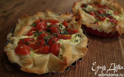 Рецепт Тарты с творогом, помидорами черри и базиликом