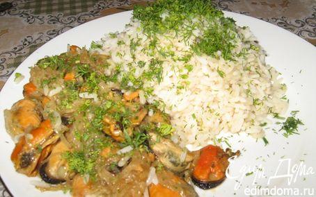 Рецепт Мидии в вине с луком и рисом