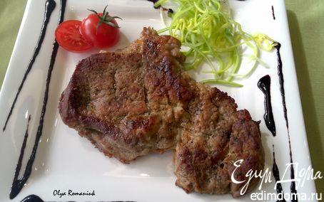 Рецепт Запеченное мясо с пикантным соусом из черники