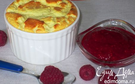 Рецепт Воздушное творожное суфле с малиновым соусом
