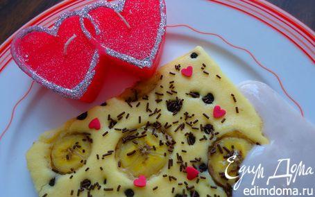 Рецепт Блинчик на противне с бананом, черникой и клубничным соусом