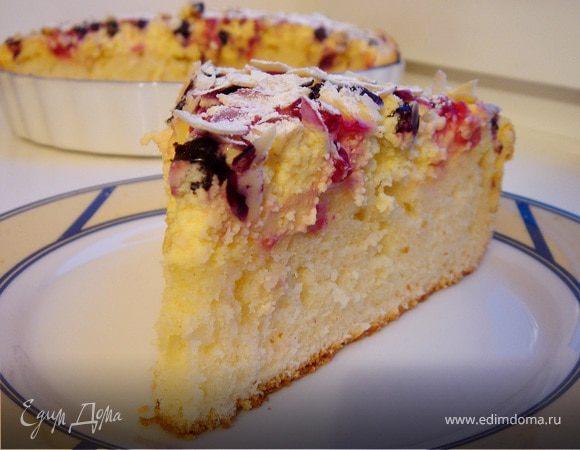 Сливочный пирог с творожной заливкой и ягодами