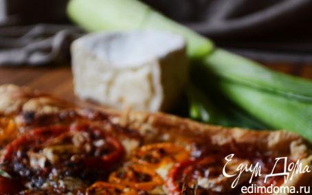 Рецепт Пирог из слоеного теста с томатами и козьим камамбером