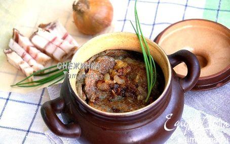 Рецепт Картофельные блины, тушенные в горшочке с салом (Блiны з бульбы, тушаныя з салам)