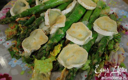 Рецепт Салат со спаржей и красным соусом песто