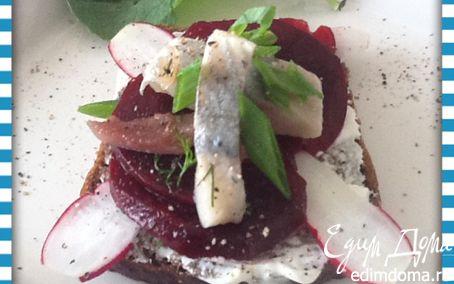 Рецепт Смерребред (Smørrebrød) с сельдью и маринованной свеклой