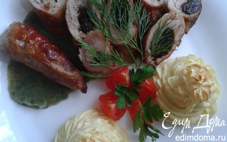 """Рецепт Рулетики из свиной шеи с черносливом и чесноком. Гарнир - картофель """"Герцогиня"""""""