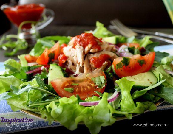 Салат с курочкой и соусом Сацебели