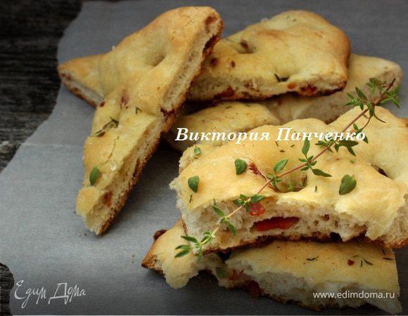 Фокачча с острой копченой колбасой и тимьяном
