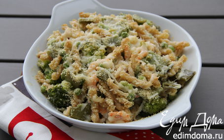 Рецепт Запеченная паста с креветками, зелеными овощами и ароматным сыром