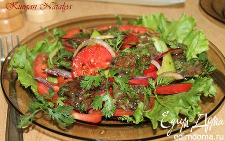 Рецепт Теплый салат из маринованной говядины с помидорами и луком
