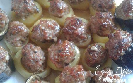 Рецепт Картофель и баклажаны, фаршированные свиным фаршем, беконом и грибами шиитаке