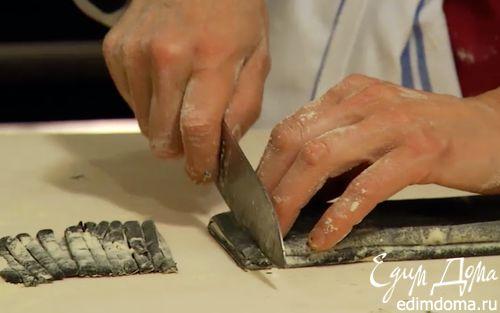 Рецепт Черные тальолини с соусом из кальмаров и мидий
