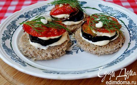Рецепт Канапе с баклажанами, помидорами и творожным сыром