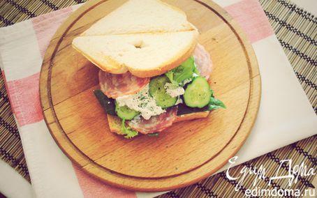 Рецепт Утренний сэндвич с огурцом, салями и фетой