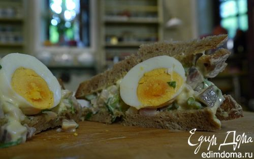 Рецепт Тосты с сельдью, яйцом и тархунным майонезом