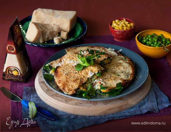 Кесадилья с курицей, горошком и сыром