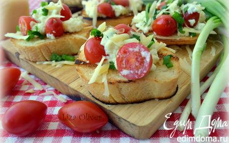 Рецепт Яичница-болтунья с сыром джюгас на хрустящих тостах