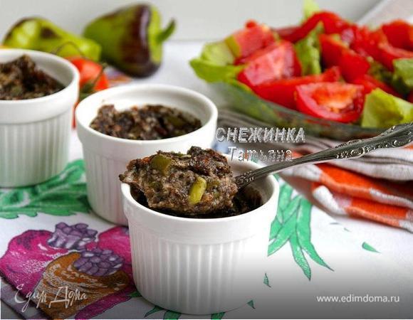 Порционные грибные запеканки с томатами, стручковой фасолью и сыром Джюгас