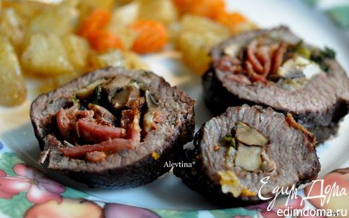 Рецепт Говяжий рулет с грибами и беконом