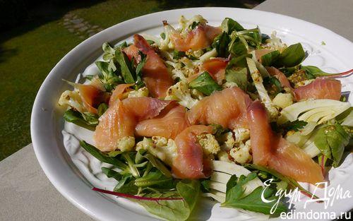 Рецепт Салат из цветной капусты с семгой и фенхелем