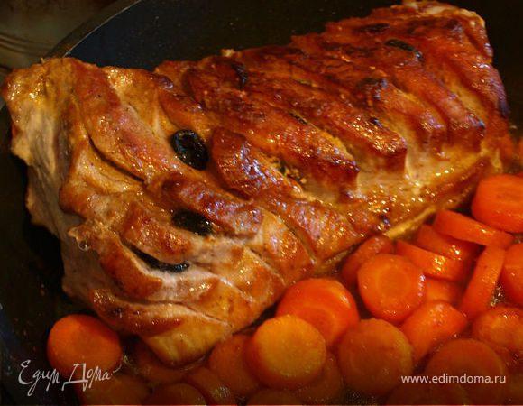 Свиная шейка с маслинами и морковью