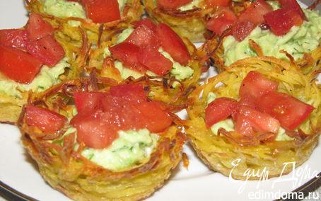 Рецепт Картофельные корзинки с помидором и авокадо