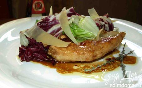 Рецепт Куриные грудки в белом вине с салатным миксом и сыром