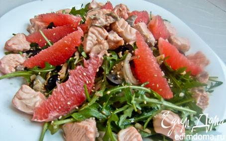Рецепт Кипрский салат с лососем, сыром и грейпфрутом