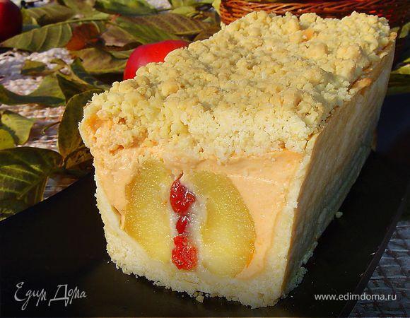 Пирог с яблоками, фаршированными марципаном и вялеными вишнями