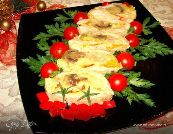 Рулет из курицы с грибами, перцем и сыром