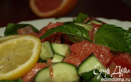 Рецепт Салат из шпината с семгой, грейпфрутом, огурцами