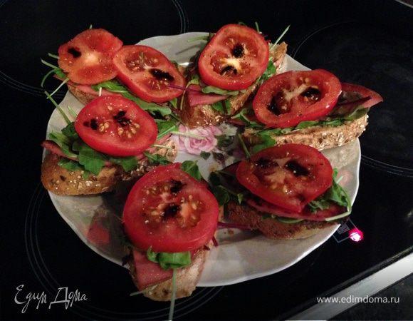 Бутерброд для завтрака с руколой