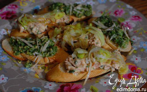 Рецепт Кростини с тунцом и луком-пореем
