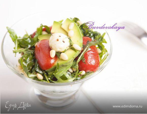 Салат с авокадо и моцареллой