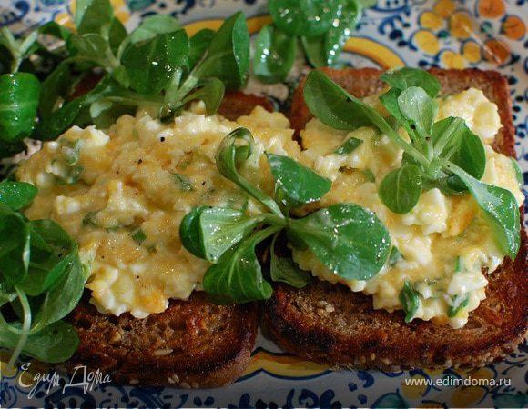 Бутерброд с яйцом и домашним майонезом