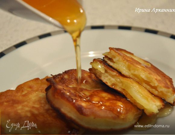 Яблоки в кефирном тесте
