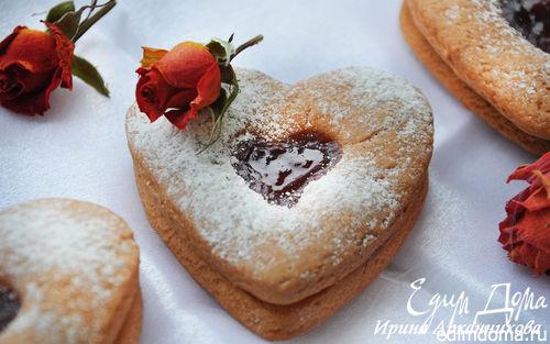 Рецепт Розовое двухслойное печенье с клубничным джемом