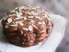 Торт из миндальных блинов с французским кремом