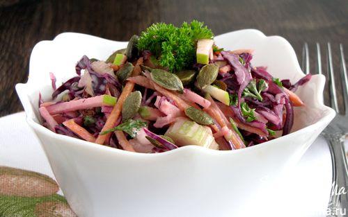 Рецепт Салат из краснокочанной купусты с тыквенными семечками