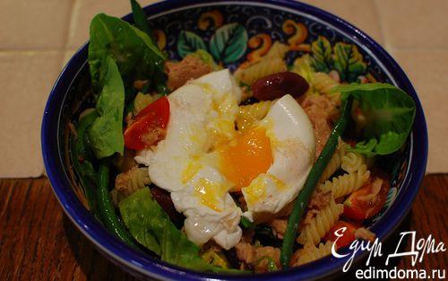 Рецепт Салат Нисуаз с макаронами и яйцом пашот