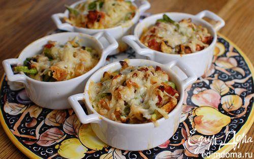 Рецепт Спаржа с грибами и беконом под сырной корочкой
